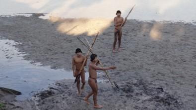 Pressões territoriais forçam índios isolados a estabelecer contato