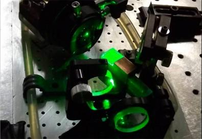 Pesquisador do Ipen produz laser compacto com alta eficiência