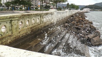 Coastal flooding in the city of Santos could cause billions in damage