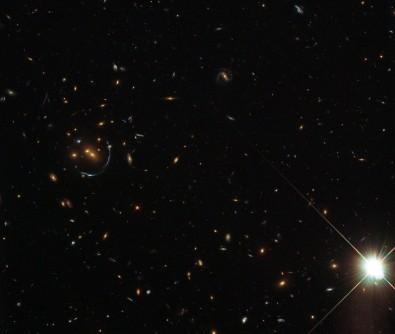 Investigan en un estudio las interacciones e influencias de los tríos galácticos