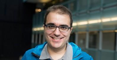 Jovem físico recebe prêmio por contribuição à Teoria Quântica de Campo