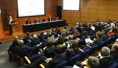 FAPESP lança chamadas em parceria com 4 fundações estaduais no Fórum Confap