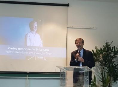 Brito Cruz recebe o prêmio Referência em Inovação da UFABC