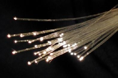 Pesquisador da Unicamp cria método mais simples para a fabricação de fibras ópticas