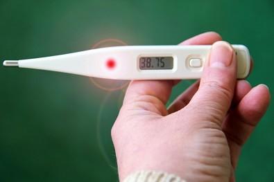 Artigo questiona combate à febre em estágios iniciais da COVID-19