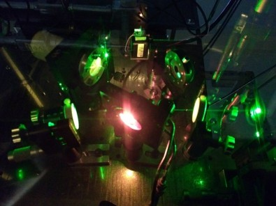 Research produces intense light beams with quantum correlations
