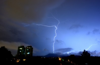 Researchers at Brazil's space institute discover why lightning branches and flickers
