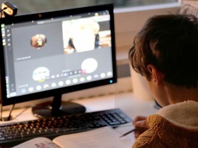 Especialistas defendem acesso à internet e tecnologias de ensino como bens públicos