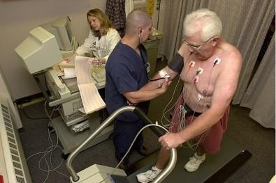 Curso da USP ensina profissionais de saúde a prescrever exercícios físicos para cardiopatas