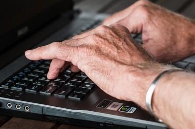 Pesquisadores testam programa de telessaúde no suporte a idosos com demência