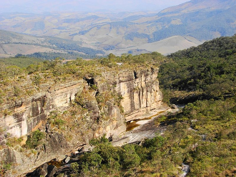 Objetivo da Plataforma Brasileira sobre Biodiversidade e Serviços Ecossistêmicos (BPBES) é posicionar os dois temas no cerne do modelo de desenvolvimento do país de forma a acelerar a transição para a sustentabilidade (foto:Parque Estadual do Ibitipoca/MG/Wikimedia Commons)