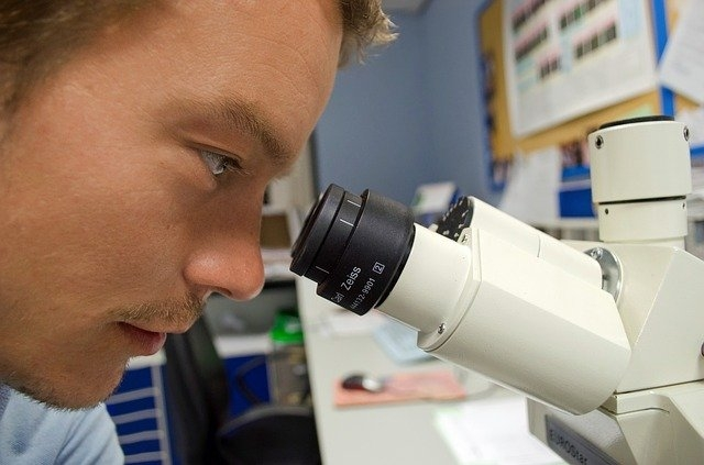 Treinamento técnico em biologia celular e molecular na Universidade Anhanguera de São Paulo