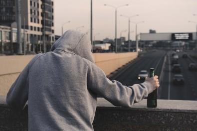 Brasil precisa de políticas públicas para restringir o acesso de adolescentes ao álcool